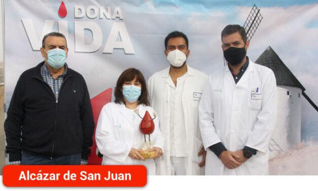 La Asociación de Donantes de Sangre homenajea a los profesionales del Servicio de Urgencias del Hospital Mancha Centro