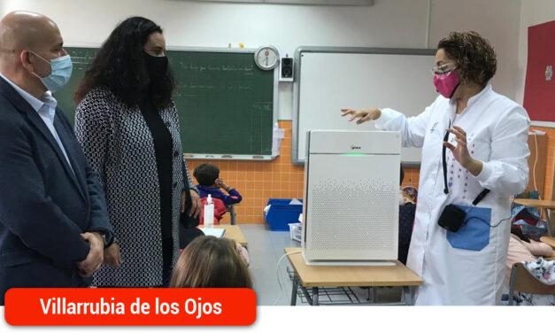 El Ayuntamiento reparte entre los centros educativos y sociosanitarios 125 purificadores con filtros Hepa-13