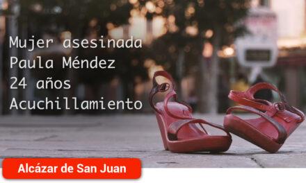 Zapatos rojos que identifican a cada víctima de violencia de género inundan las calles en el Día Internacional Contra las Violencias Machistas