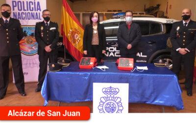 La Policía Nacional incorpora dos nuevos desfibriladores automáticos a los vehículos Z