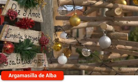Cerca de una veintena de árboles navideños decoran la Glorieta