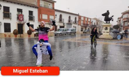Más de un centenar de corredores participaron en la I 'Carrera del Cochinillo' de Miguel Esteban