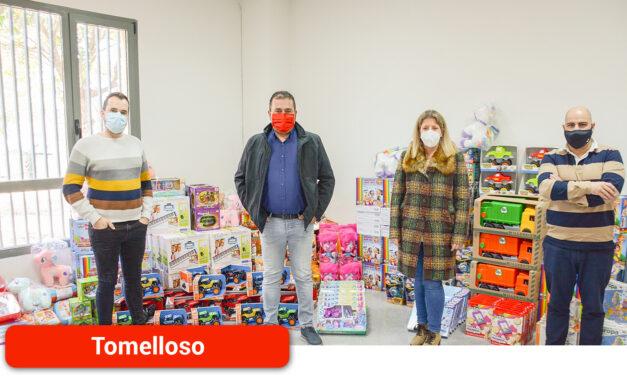 El Ayuntamiento dona 6.000 € en juguetes a Cruz Roja