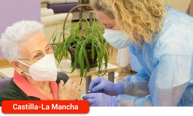 Se inicia la segunda fase de vacunación contra la Covid-19 con la administración de la segunda dosis a Araceli Hidalgo