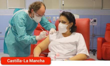 Iniciada la vacunación del personal del sistema sanitario regional frente al COVID-19
