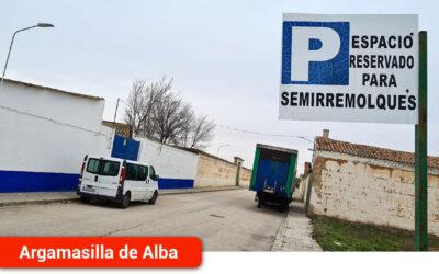 El Ayuntamiento prohíbe el estacionamiento de camiones en el casco urbano