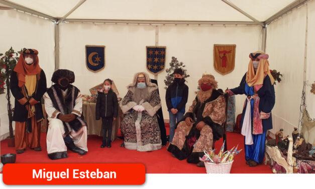 Los niños migueletes acuden con ilusión a su cita con los Reyes Magos de Oriente