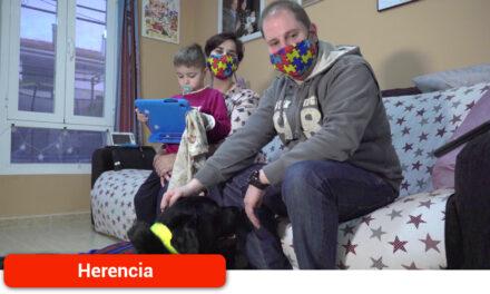 Un perro de asistencia para Ezra