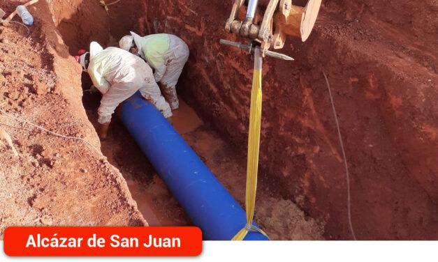 Aguas de Alcázar repara una nueva avería en la tubería que abastece al depósito de San Isidro