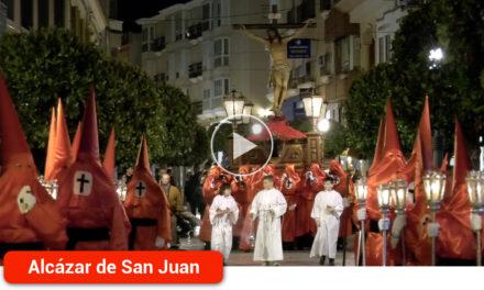 """El """"colorao"""" es el color de la noche del Miércoles Santo, con un Santísimo Cristo de la Expiación recorriendo las 14 estaciones del Vía Crucis"""