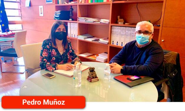 Carlos Ortiz se reúne con la Directora General de Mayores para incorporar plazas públicas en la gestión del Centro