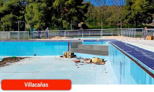 Actuaciones en la piscina municipal en previsión de su apertura el próximo mes de junio