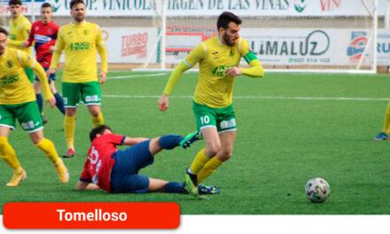 El Atlético Tomelloso cae en el derbi ante el Sporting de Alcázar condenado por los errores