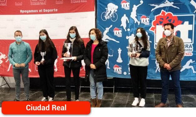 Más de un centenar de niños participan en el Campeonato provincial de ajedrez