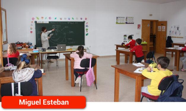 Unos 110 niños y adultos mejoran su inglés en la Escuela Municipal de Idiomas de la localidad