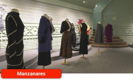 Lola Piña dona a la localidad más de 300 piezas del modisto manzanareño