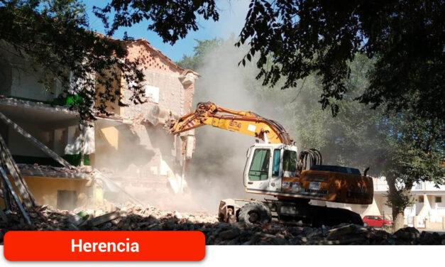 Comienza la demolición del antiguo Colegio del Cristo