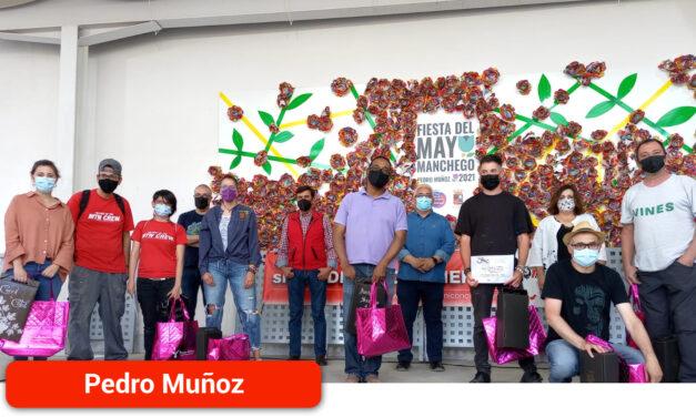 """El Paseo de la Mota del municipio se llena de color gracias al concurso """"Arte en Mayos"""""""