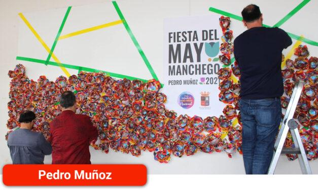 """Más de 700 flores en el mural """"Mayo en Flor"""""""