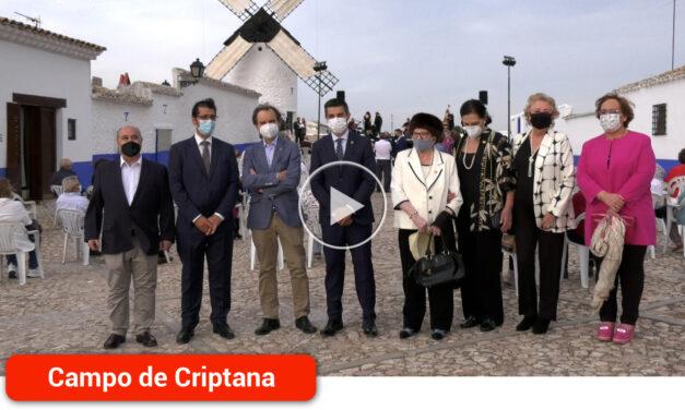 La asociación Hidalgos Amigos de los Molinos entregó sus reconocimientos a los pies del Molino Sardinero