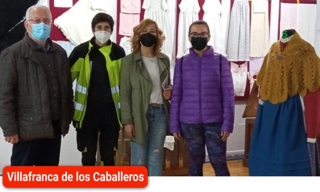 La concejala de Festejos, Estefanía Fernández, visitó en Museo del Traje Manchego
