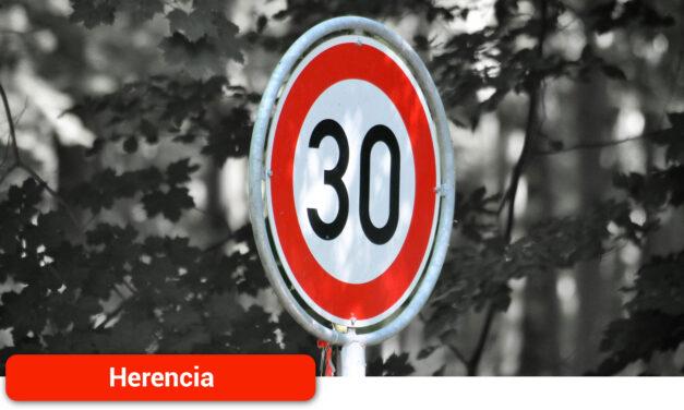 La localidad comienza a cambiar las señales de velocidad máxima permitida