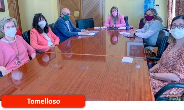 El Ayuntamiento colabora con la AECC en el desarrollo del 'Programa de atención integral a pacientes oncológicos y sus familiares'