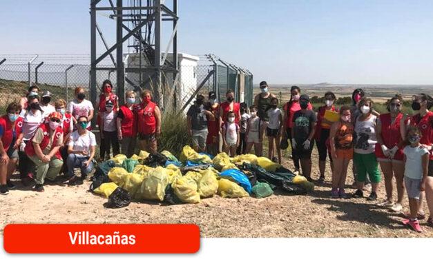 Campaña '1 metro cuadrado contra la basuraleza' con los voluntarios de Cruz Roja