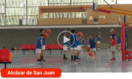 Ciento cincuenta chicos y chicas participan en el Campus de Baloncesto que cuenta con entrenadores profesionales