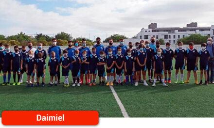 El campus de fútbol se estrena con una treintena de participantes