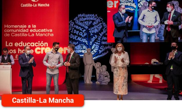 El alcazareño Pablo Castellanos reconocido por su expediente académico  en el homenaje regional a la comunidad educativa