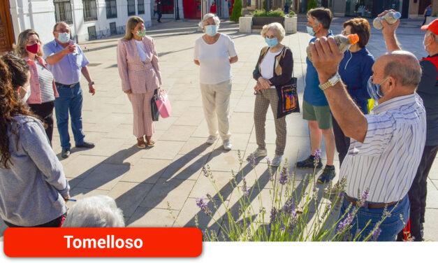 El Centro de Servicios Sociales programa 'Senderismo Urbano y Mantenimiento Físico' al aire libre para que los mayores se sientan activos