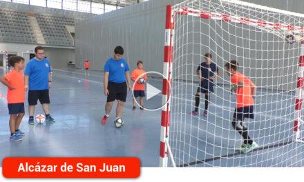 44 jóvenes participan en el Campus de Verano de Fútbol Sala del Racing de Alcázar