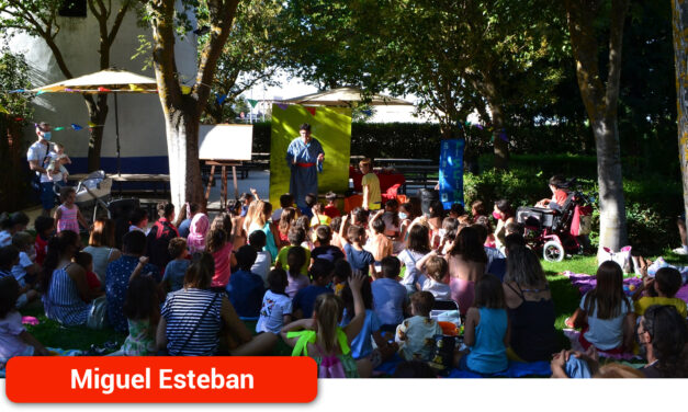Los niños migueletes disfrutaron de un cuentacuentos mágico en la Piscina Municipal