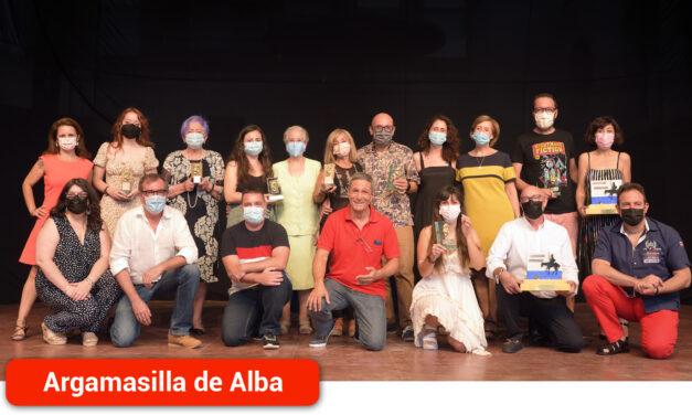 La compañía Trece Gatoscon'Doña Rosita la Soltera'ganaelprimer premioy el del públicodel XV Certamen de Teatro Aficionado «Viaje al Parnaso»