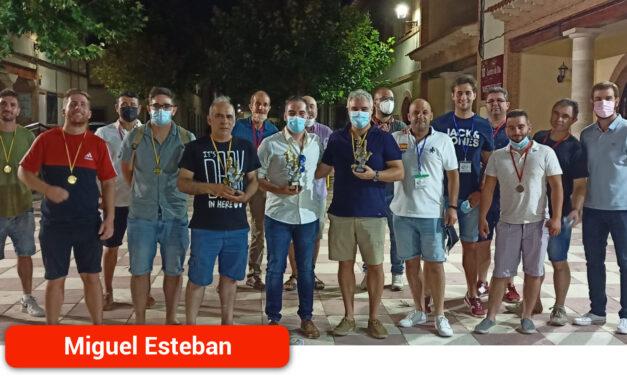 Niños y mayores ofrecieron una brillante exhibición de ajedrez en Miguel Esteban