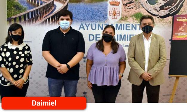 El alcalde recibe en el Ayuntamiento a los artistas locales que participarán en 'Daimiel en Concierto 2021'