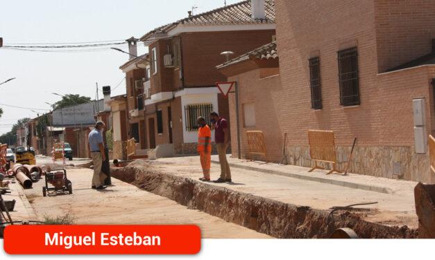 El Ayuntamiento renueva un tramo del emisario principal de aguas residuales
