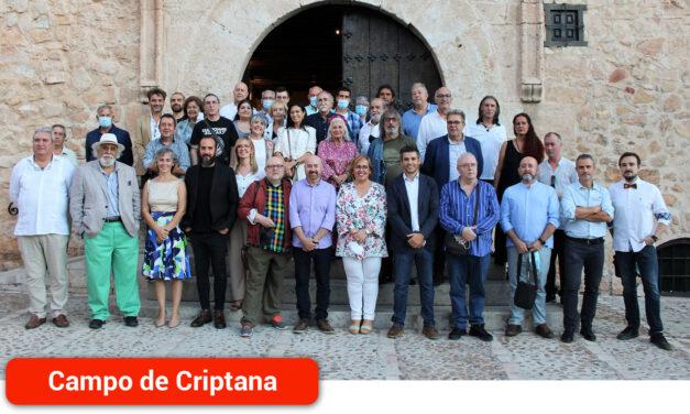 La delegada del Gobierno regional agradece a 'Aires Manchegos' su labor promocional de los artistas contemporáneos de Castilla-La Mancha