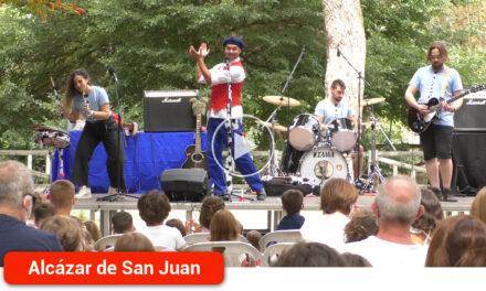 'Salva Trasto y la Banda Papas Fritas' inundan de risas y diversión el Parque Alces en la última actuación infantil de la Feria