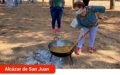 El VI Encuentro de elaboración de migas de pastor organizado por la Hermandad de San Cristóbal reunió a numerosas cuadrillas