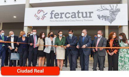 Caballero anuncia en Fercatur que la Diputación estudiará la viabilidad de poner en marcha un Museo Nacional de la Caza
